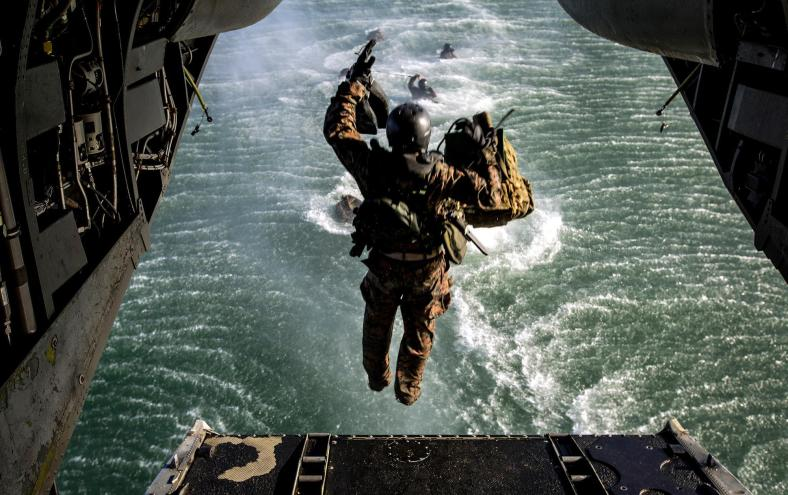recon-marines-training-water-jump1