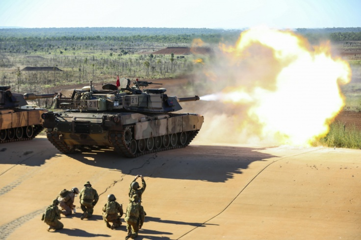 u.s._marine_remotely_fires_an_australian_army_m1a1_abrams_tank_at_the_mount_bundey_training_area_near_darwin_australia_may_6_2017